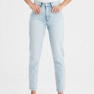 NWOT American Eagle Mom Jeans